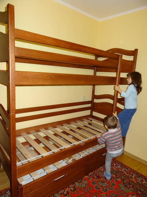 Ліжко дитяче двоярусне