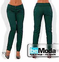 Модные женские брюки с широким поясом и двумя пуговицами зеленые