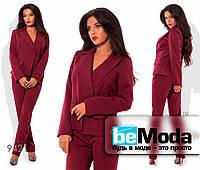 Классический женский брючный костюм оригинального фасона  бордовый