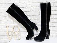 Сапог черного цвета из натуральной замши на небольшом каблуке