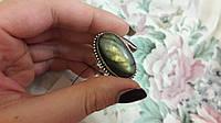 Красивое яркое кольцо с натуральным камнем природный лабрадор в серебре.