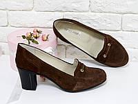 Туфли коричневые из натуральной замши черного цвета на устойчивом каблуке