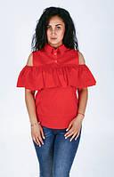Яркая красная блуза с рюшами