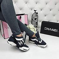 Трендовые кожаные кроссовки темно-серого цвета в стиле известного бренда