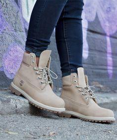 Актуальные цвета женской зимней обуви 2018 года