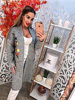 Женский вязаный кардиган машинная вязка с карманами, украшен вышивкой. Цвет серый