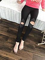 Модные женские лосины с прорезями на коленях