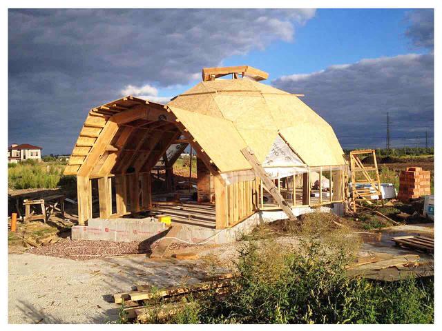Обшивка каркаса или экстерьер строящегося купольного дома :)