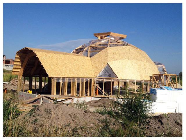 Экстерьер строящегося купольного дома