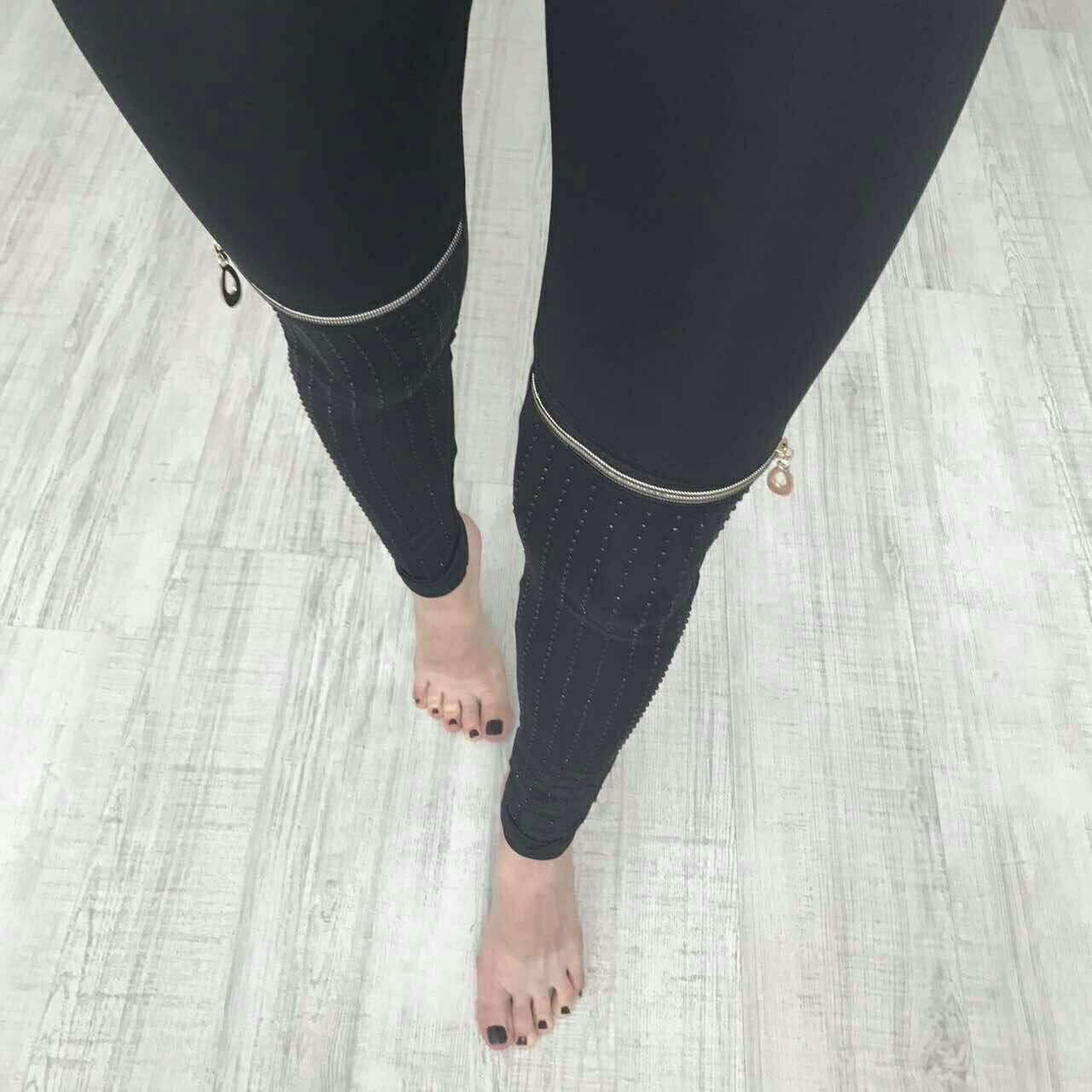Классные женские лосины с замками на коленях