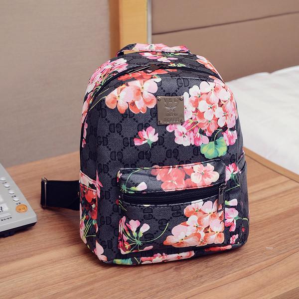 212220b925f8 Черный рюкзак с принтом цветов: продажа, цена в Киеве. рюкзаки ...