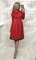 Красное платье с широкой юбкой от талии, внизу кружевная вставка