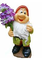 Гном с цветком из гипса