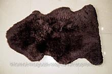 Темно коричневі шкури овчини, пофарбовані шкурки на підлогу