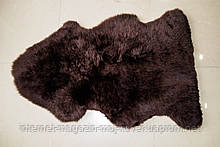 Темно коричневые шкуры овчины, крашенные шкурки на пол