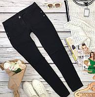 Черные джинсы слим-фит силуэта с порваными коленками  PN4901
