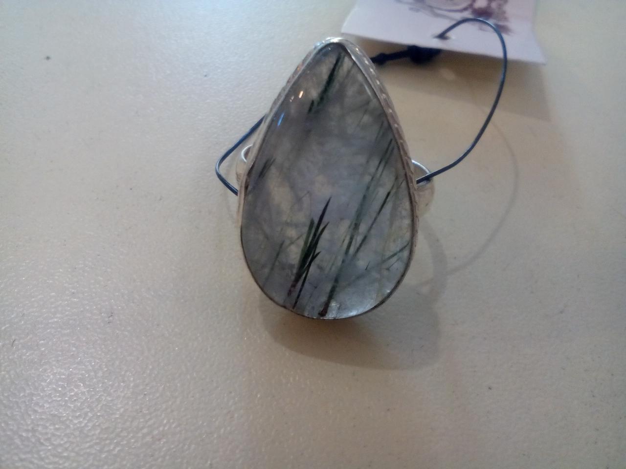 Кварц кольцо с камнем рутиловый кварц в серебре. Кольцо с кварцем. Размер 18-19..