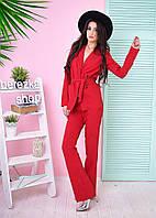 Стильный брючный костюм в красном цвете