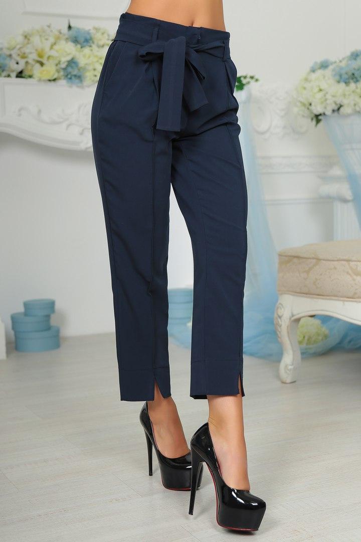 Стильные молодежные брюки-бермуды с карманами по бокам. Пояс в комплекте.