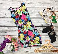 Эффектное неопреновое платье с разрезом в кислотно-цветочный принт  DR 34785