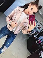 Стильная женская куртка косуха на диагональной молнии с вышивкой фабричный китай. Цвет пудра