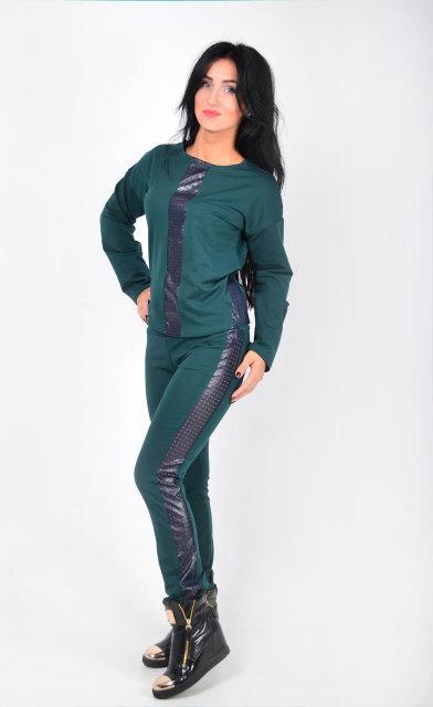 Стильный костюм с кожаными вставками