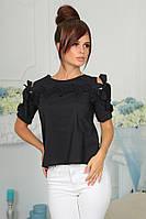 Модная необычная блуза декорирована кружевом.