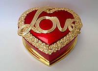 "Шкатулка  музыкальная в форме сердца "" Love"" красного цвета"