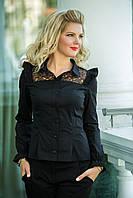 Стильная блуза с рюшами на плечах, и вставками кружева.