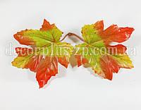 Лист клёна осень ,зелёно-красный