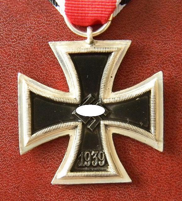 ЖЕЛЕЗНЫЙ КРЕСТ II КЛАССА, ОБРАЗЦА 1939Г. НА ЛЕНТЕ