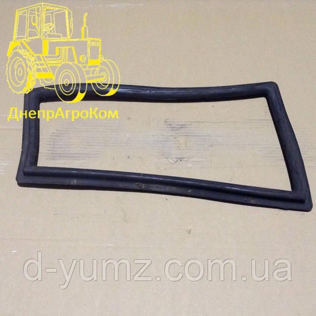 Уплотнитель стекла переднего нижнего ЮМЗ 45Т-6700481