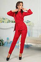 Современный женский брючный костюм с пиджаком