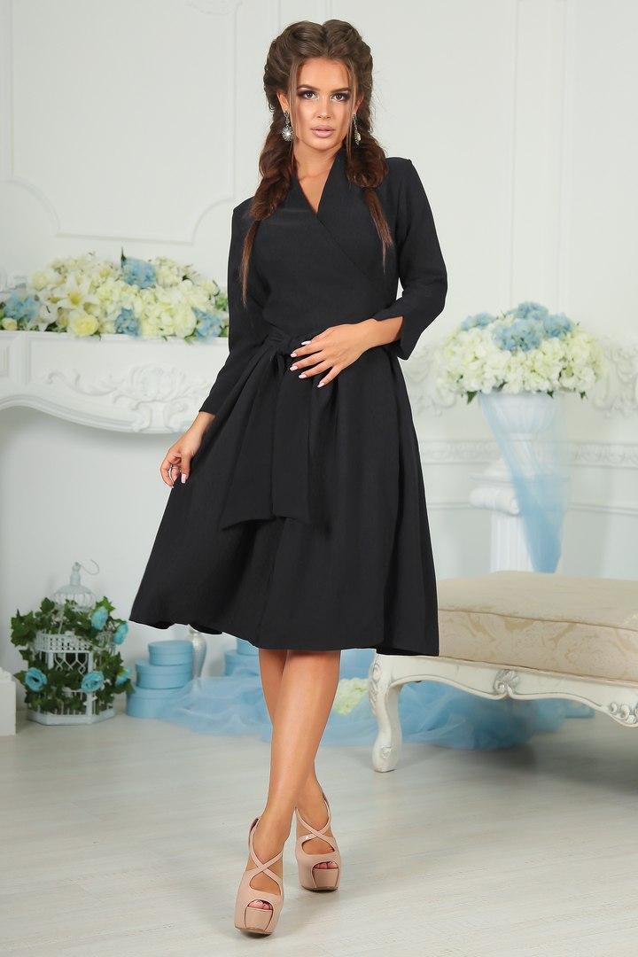 Восхитительное женское платье средней длины