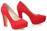 Яркие женские туфли красного цвета на квадратном каблуке