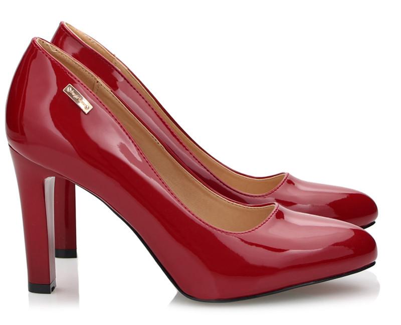 Красивые и удобные лаковые женские туфли на каблуке с Польши