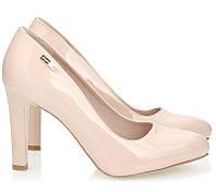 Лаковые туфли бежевого цвета на устойчивом каблуке