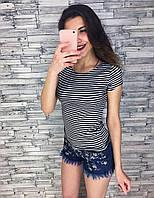Женская футболка в полоску с брошкой