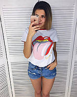 Женская футболка с яркой накаткой