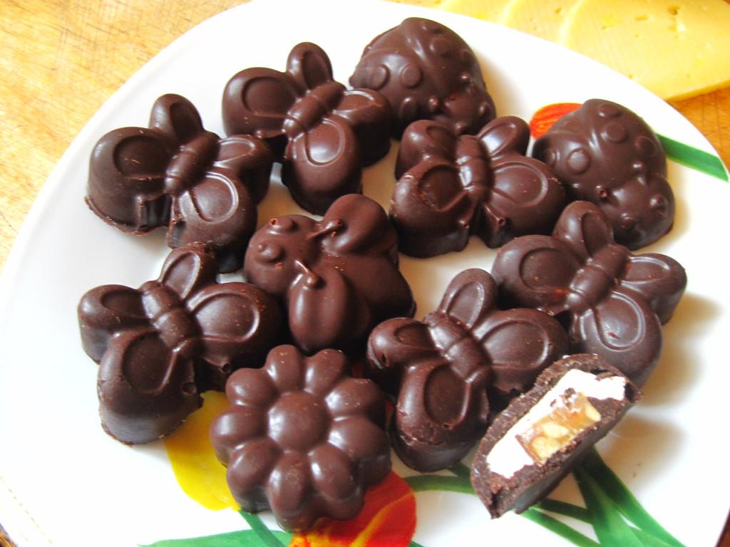 Приготовление сырков в шоколаде