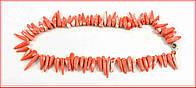 Оригинальные бусы из игольчатого коралла