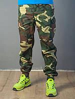 Камуфляжные мужские штаны с накладными карманами