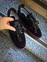 Змшевые женские туфли на шнуровке с кисточками черные