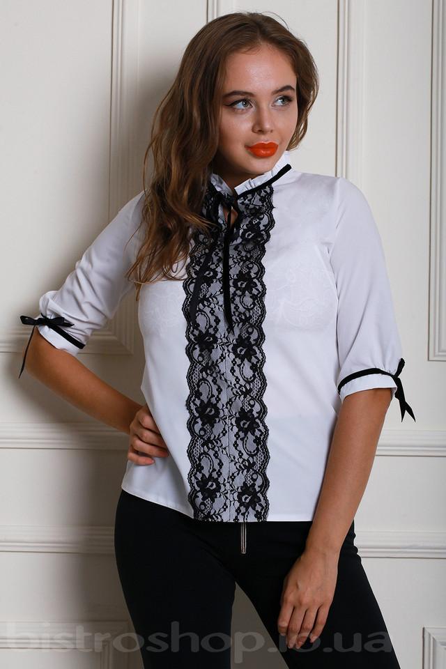 71fba630490 Белая женская блуза с контрастным черным кружевом