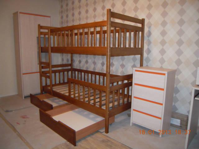 Двохярусне дитяче ліжко