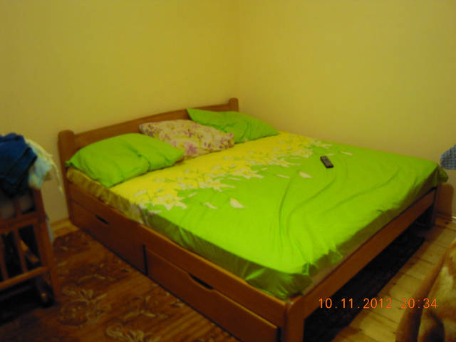 двохспальне ліжко