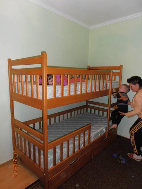 двоярусне ліжко з буку