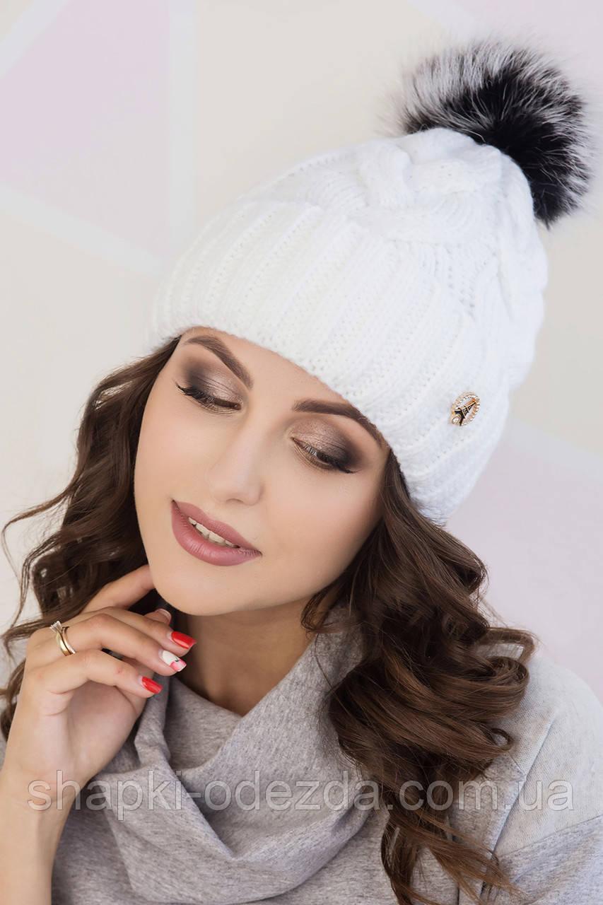 молодежная вязаная шапка для девочки с натуральным помпоном из