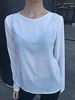 Женская блуза с жемчугом белового цвета