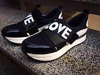 Замшевые женские кроссовки на платформе Love черные